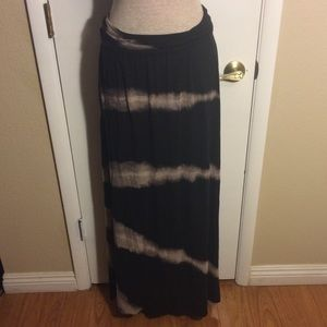 Long skirt L tie dye black and white